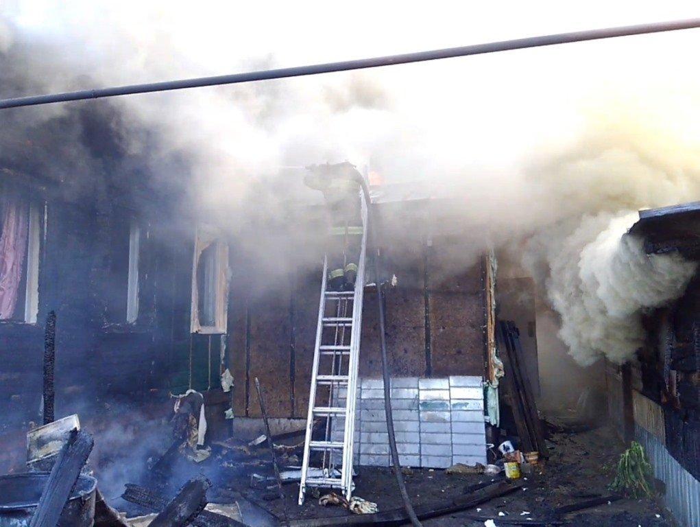 У Сумській області сталася масштабна пожежа в житловому секторі, фото-1
