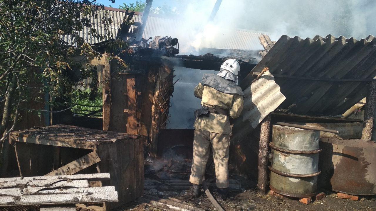 У Сумській області вогнеборці врятували від знищення житловий будинок, фото-1