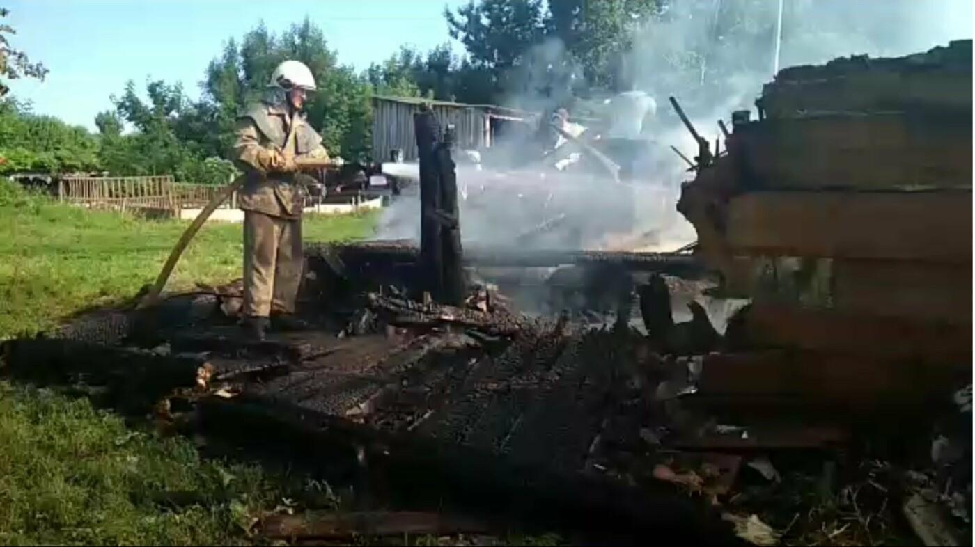 У Сумській області вогнеборці врятували від знищення житловий будинок, фото-2