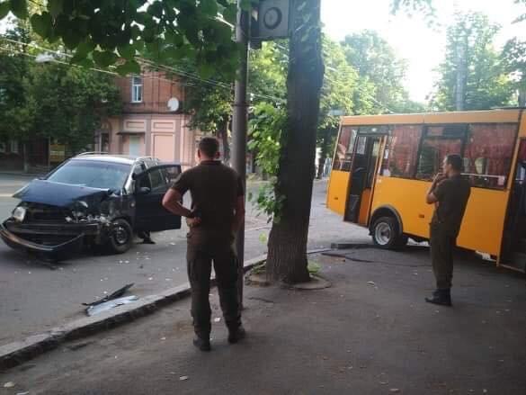 ДТП у центрі Сум: маршрутка зіткнулася із легковиком, фото-3