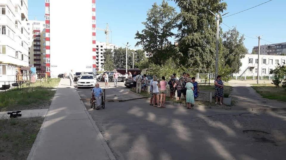 У Сумах жителі будинку 7 на Лушпи перекрили дорогу, фото-3