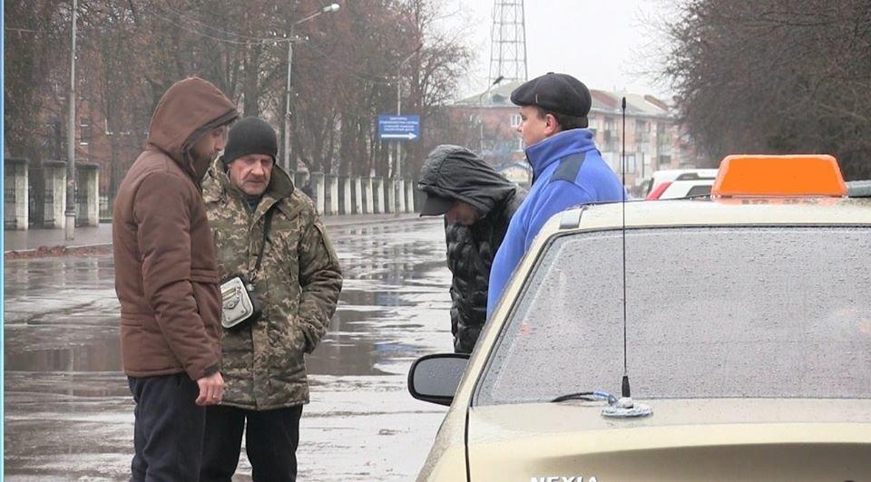 На Сумщині поліцейські оголосили підозру трьом приятелям за скоєння розбійного нападу на таксиста , фото-4