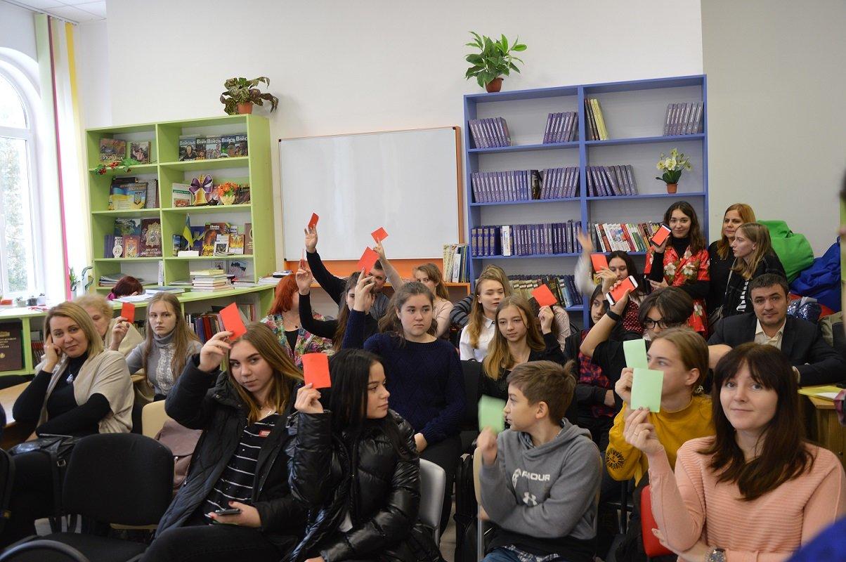 """Школярка з Сумщини потрапила до національного фіналу """"Молодь дебатує"""", фото-2"""