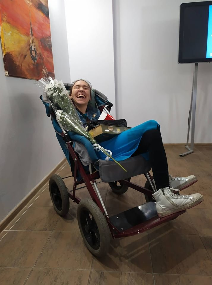 У Сумах особлива художниця Дар'я Безкоста, яка малює ногами, презентувала виставку живопису , фото-1
