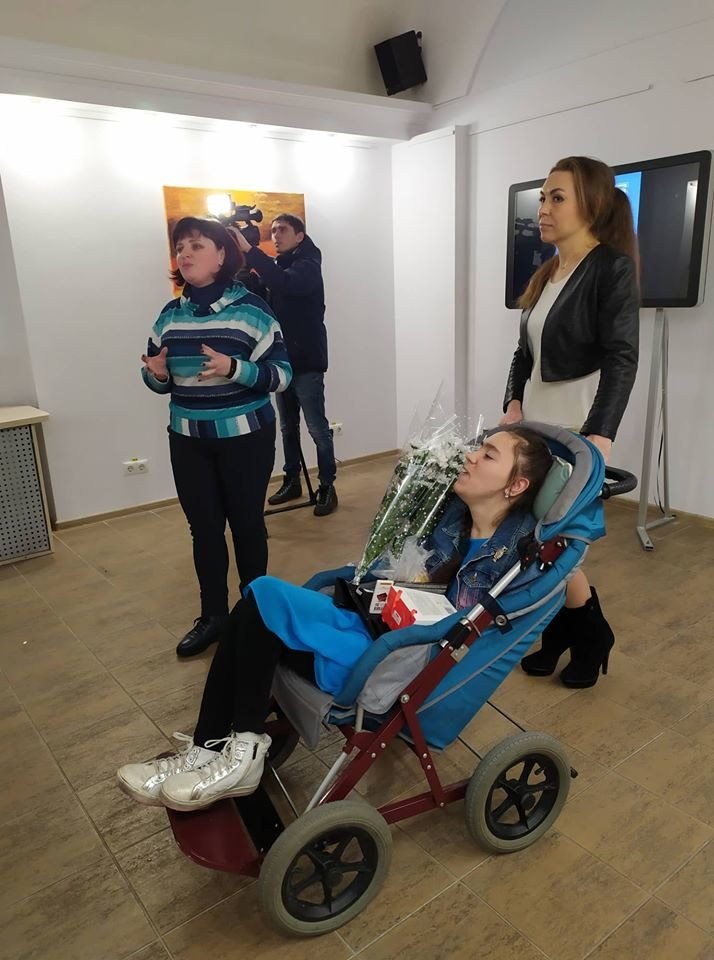 У Сумах особлива художниця Дар'я Безкоста, яка малює ногами, презентувала виставку живопису , фото-2