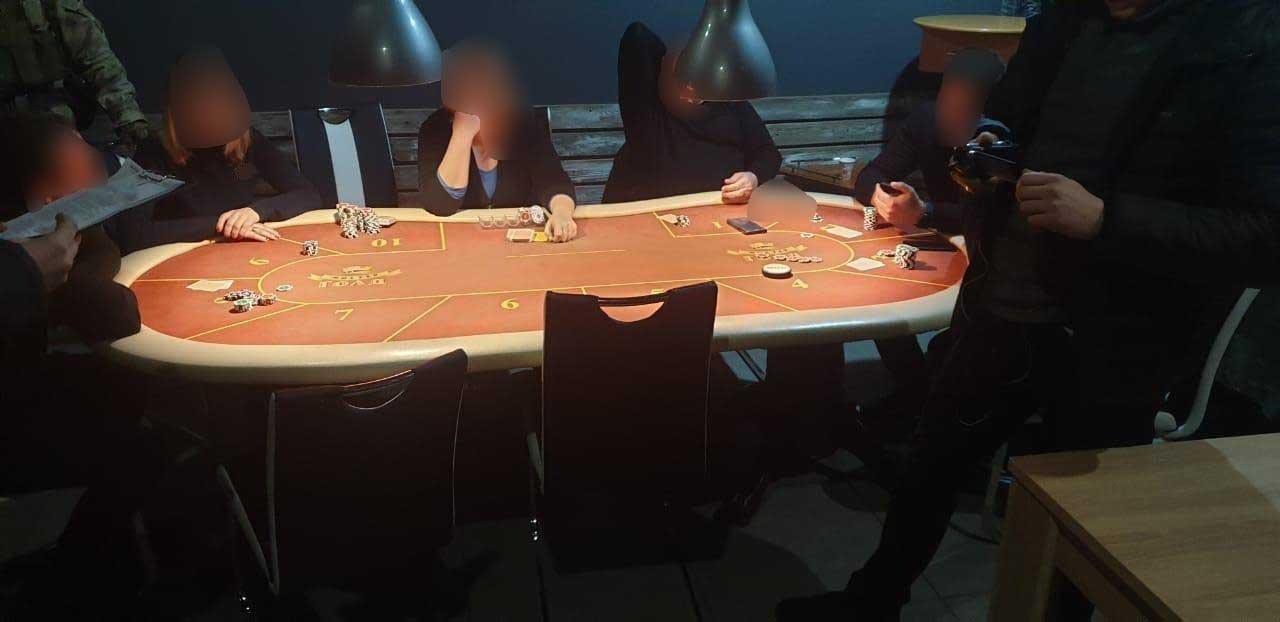 У Сумах поліція припинила діяльність підпільного казино, фото-2