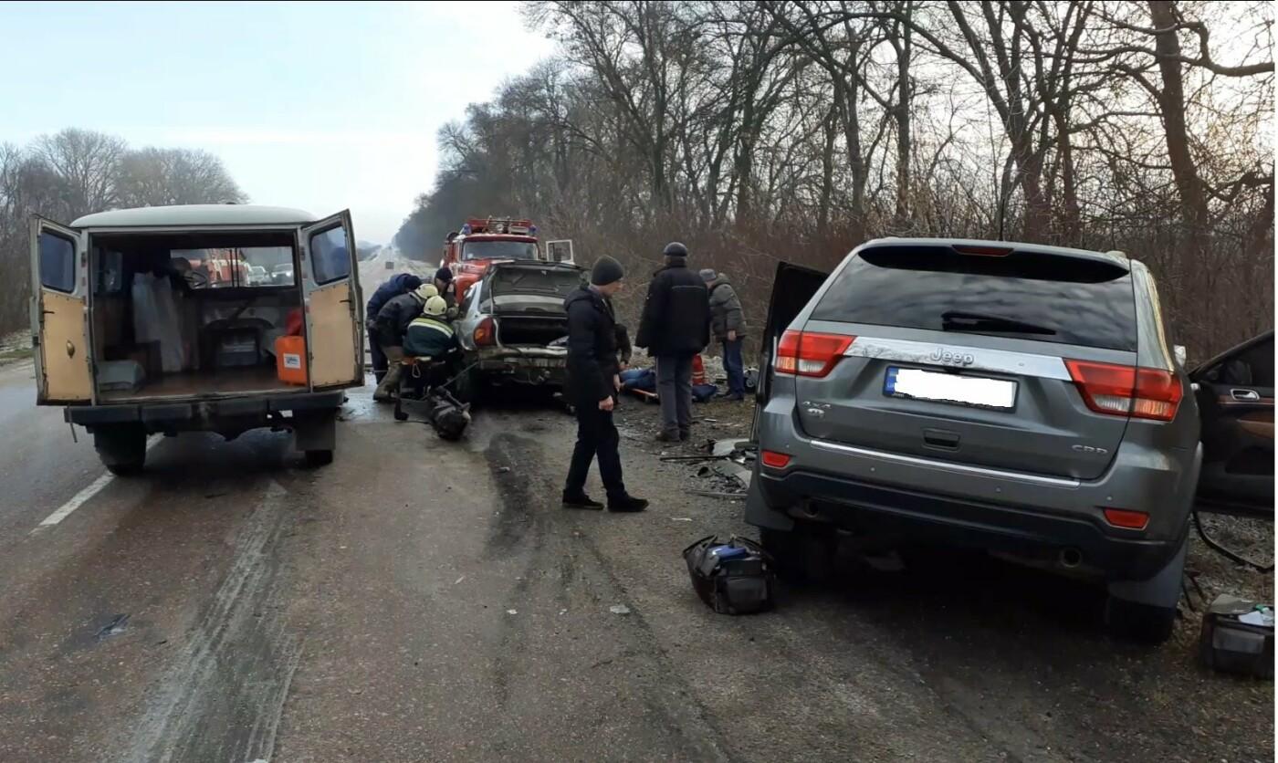На Сумщині рятувальники звільнили з понівеченої автівки постраждалого та деблокували тіла двох загиблих , фото-2