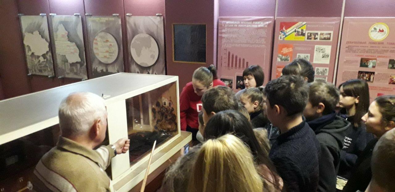 У Сумах школярі завітали до музею рятувальної служби Сумщини , фото-3