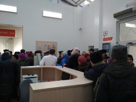 У «Сумигаз» зібралася величезна черга пенсіонерів, фото-2