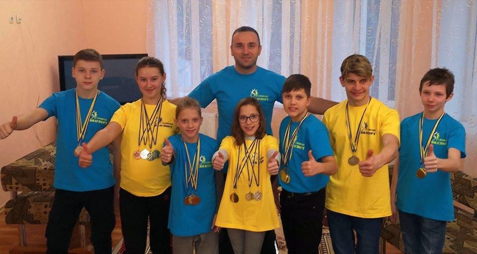Юні плавці з інвалідністю привезли до Сум 11 золотих медалей, фото-1