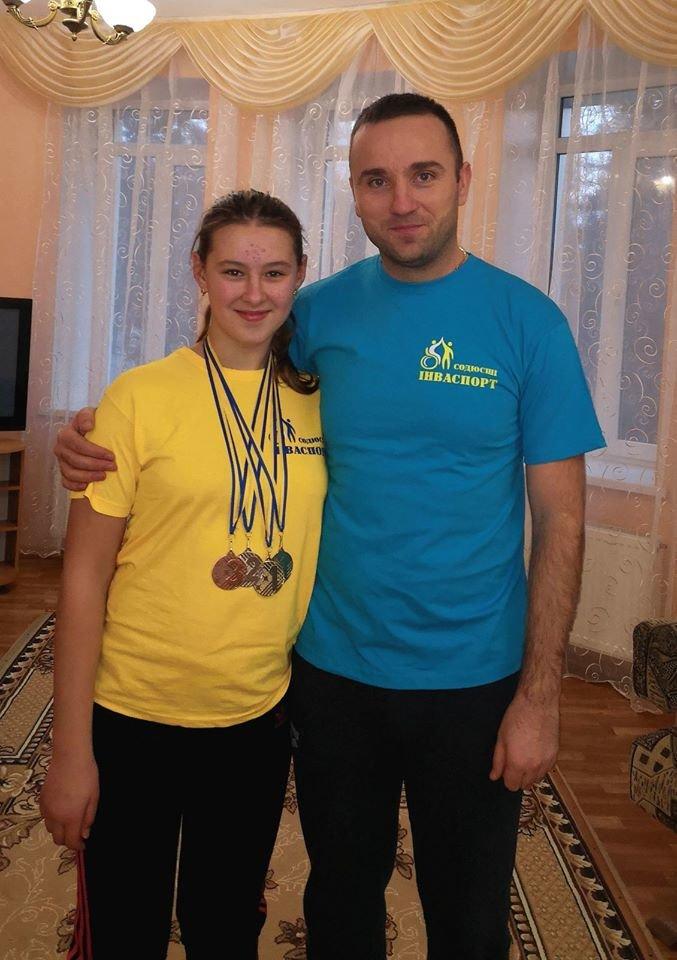 Юні плавці з інвалідністю привезли до Сум 11 золотих медалей, фото-2