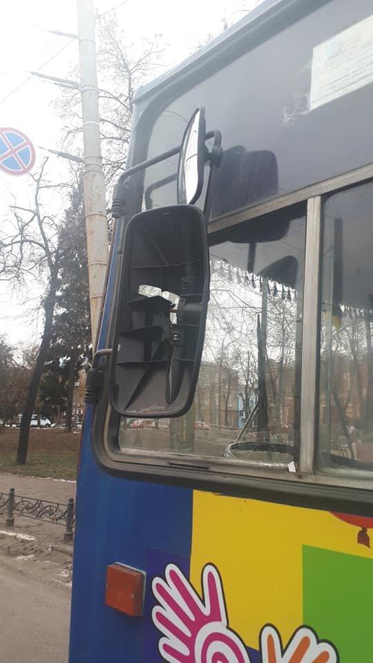 У Сумах відшукали водія маршрутки, який пошкодив тролейбус та втік з місця ДТП, фото-1