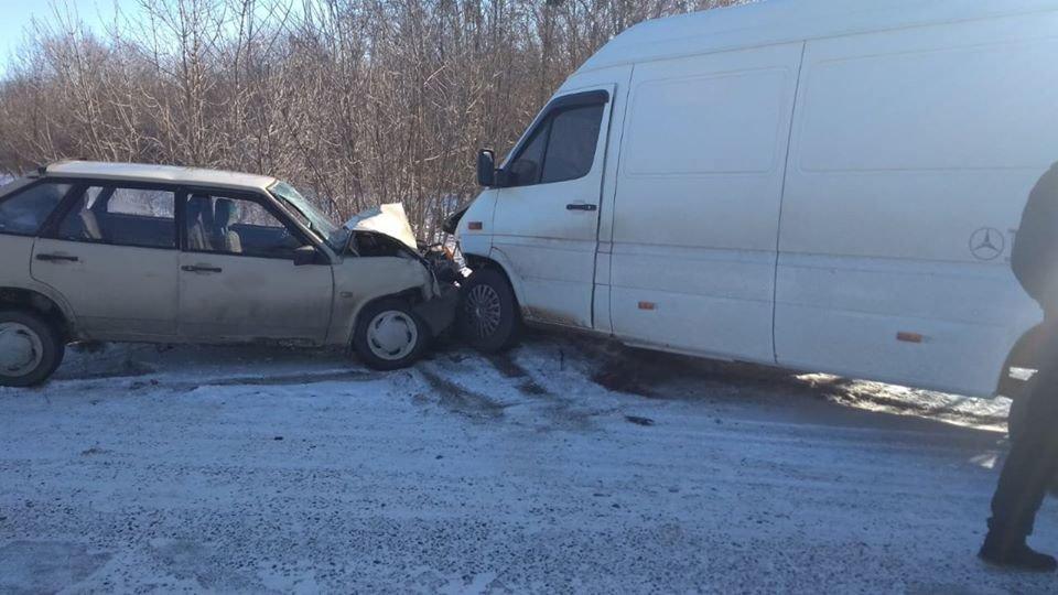 На Сумщині у ДТП травмувалися водій та двоє пасажирів, фото-2