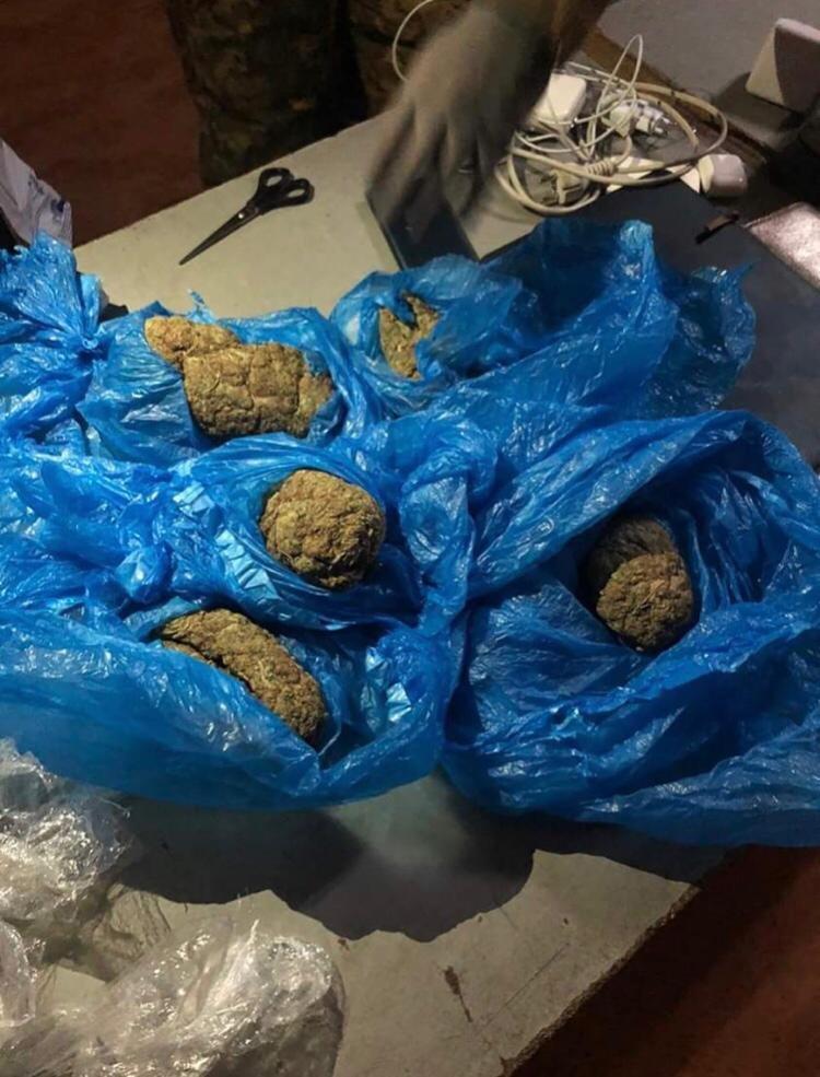 На Сумщині СБУ затримала наркоділка з двома паспортами на контрабанді канабісу, фото-2