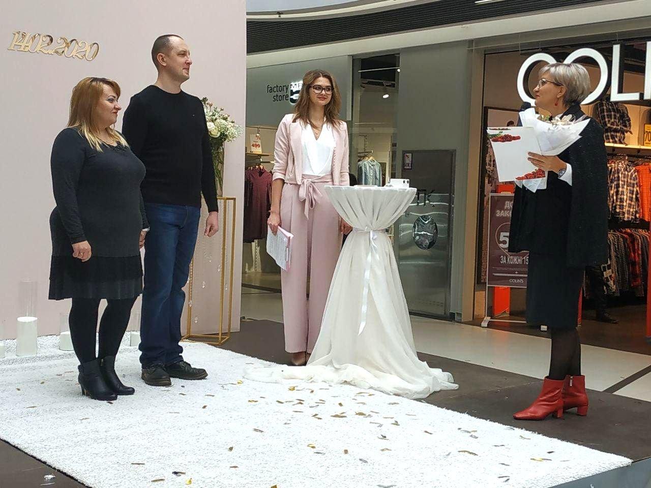 У Сумах закохана пара відзначила річницю весілля у ТРЦ «Мануфактура», фото-3