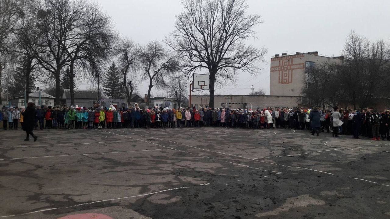 На Сумщині рятувальники провели евакуацію у двох школах, фото-2