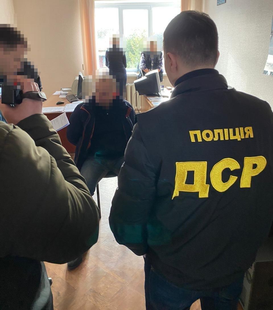 На Сумщині поліція затримала керівника державного підприємства на хабарі у 5 тисяч доларів США, фото-2