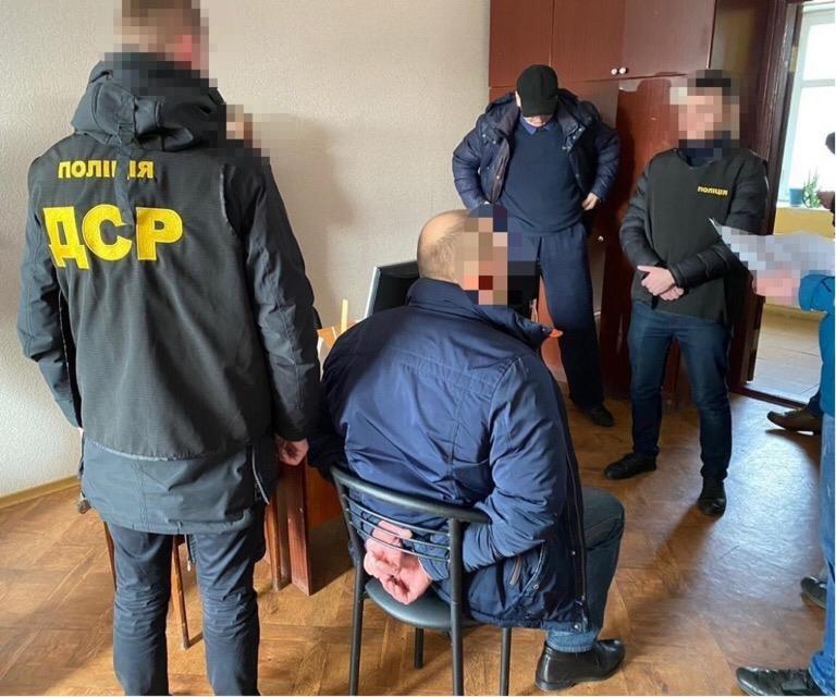 На Сумщині поліція затримала керівника державного підприємства на хабарі у 5 тисяч доларів США, фото-1
