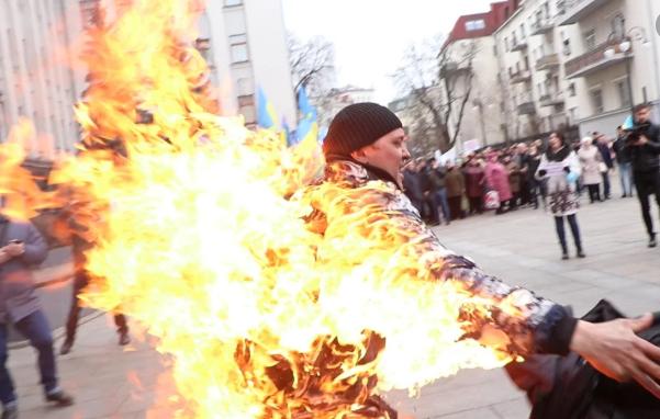 Жителя Сумщини, який підпалив себе під Офісом президента, оперують в опіковому центрі, фото-1