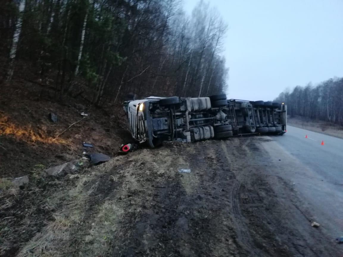 На Сумщині перекинулася вантажівка. Водій зазнав значних травм, фото-3