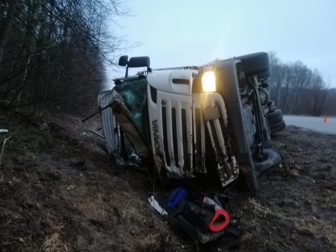 На Сумщині перекинулася вантажівка. Водій зазнав значних травм, фото-2