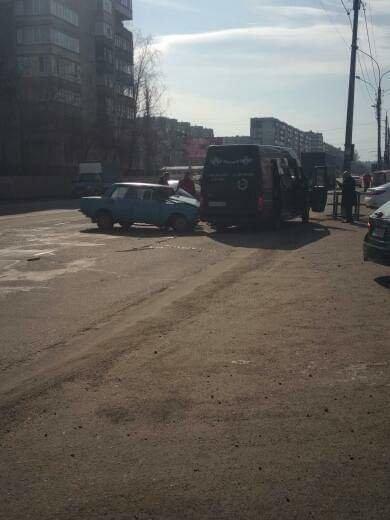 У Сумах траурний мікроавтобус потрапив у ДТП, фото-2