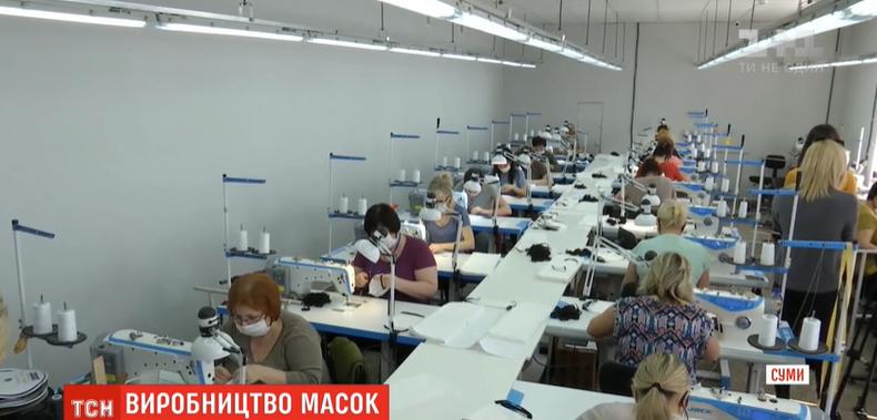 У Сумах підприємство замість спецодягу почало шити дефіцитні медичні маски, фото-1
