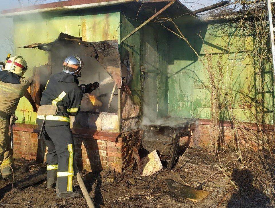 У Сумах в садовому товаристві «Озерний» горіла дача, фото-1