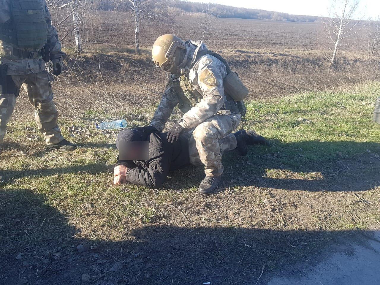 На Сумщині затримано трьох осіб, які скоїли низку розбійних нападів на самотніх пенсіонерів , фото-3