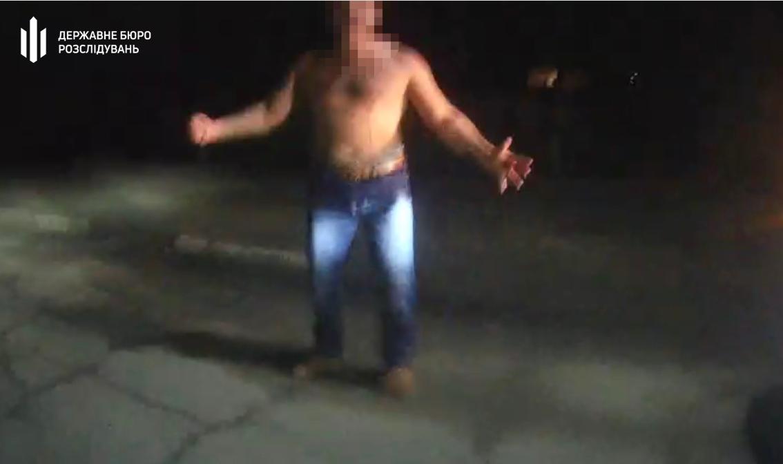 У Конотопі поліцейські прострелили ногу озброєному наркоману-самогубцю – справу віддали ДБР, фото-1