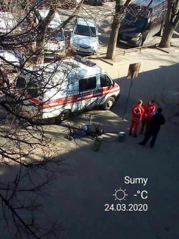 У Сумах посеред вулиці помер чоловік, фото-2