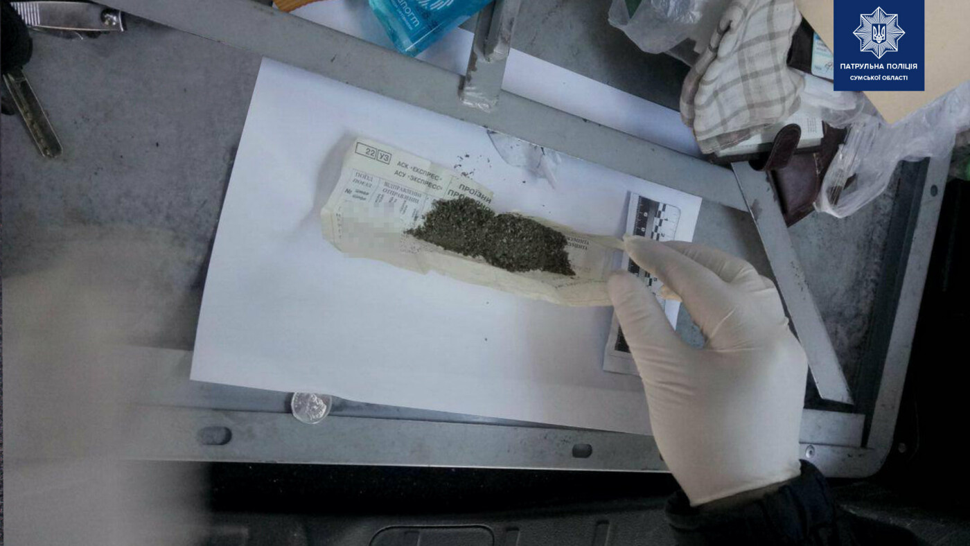 Біля сумської колонії затримали наркопостачальників, фото-3