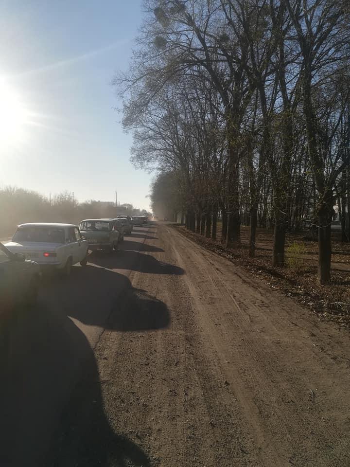 На в'їзді до Сум у КПП утворилися величезні автомобільні пробки, фото-2