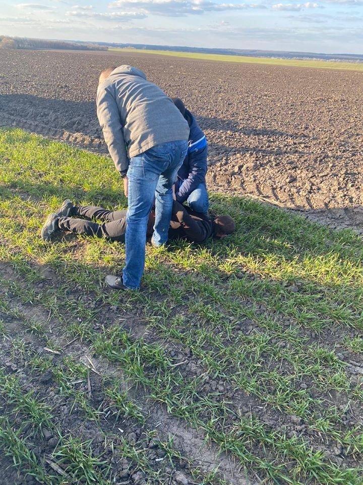 На Сумщині затримано двох чоловіків, які перевозили в багажнику авто труп, фото-3