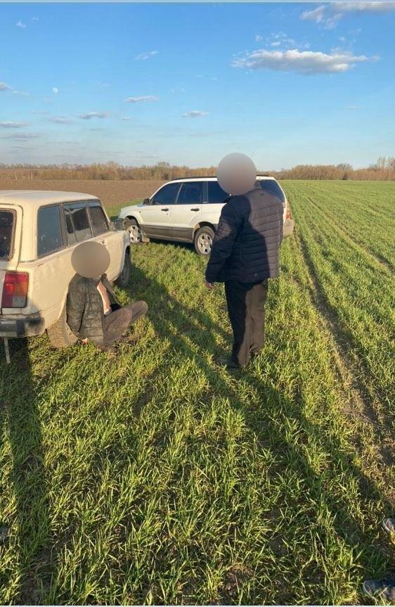 На Сумщині затримано двох чоловіків, які перевозили в багажнику авто труп, фото-4