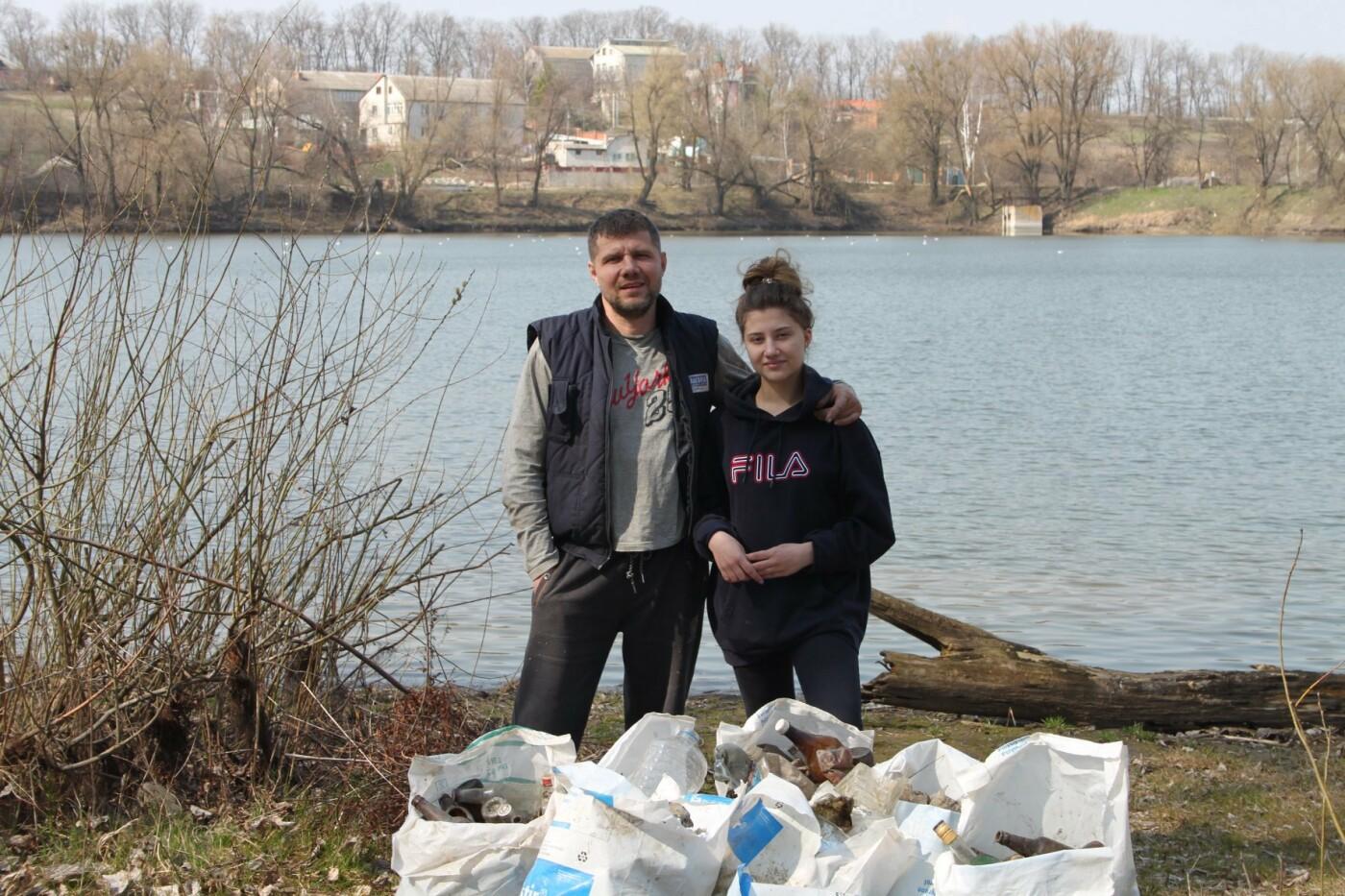 Карантин з користю: тато з донькою прибрали сміття під Сумами, фото-1