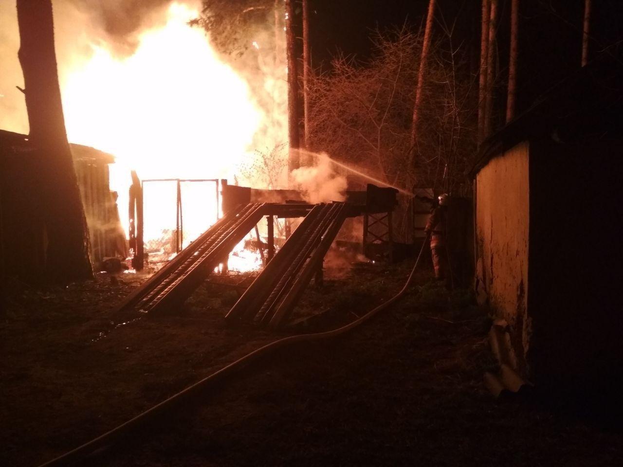 На Сумщині вогнеборці ліквідували масштабне загоряння в житловому секторі, фото-3