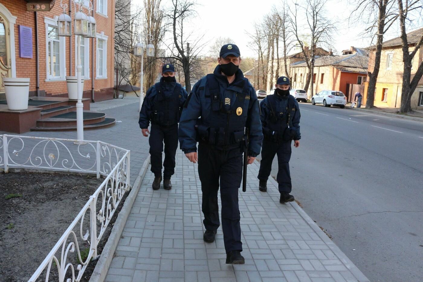 У Сумах поліція патрулює містом та виявляє порушників карантину, фото-3