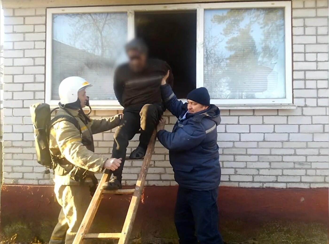 На Сумщині під час пожежі вогнеборці врятували 2 людей, 12 – евакуювали, фото-5