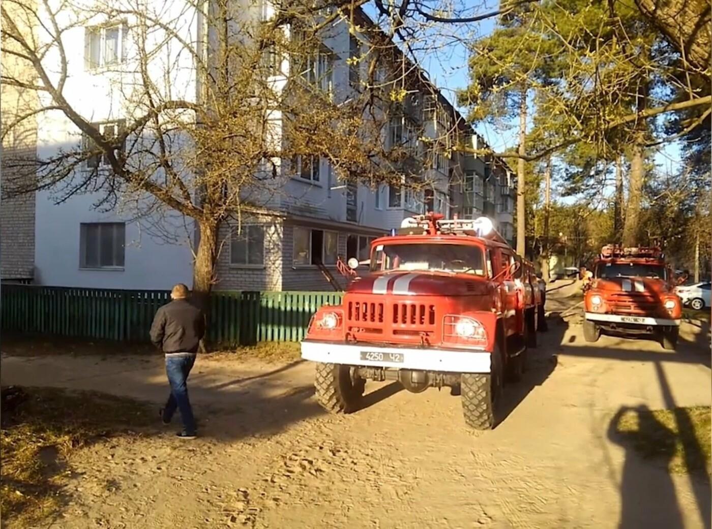 На Сумщині під час пожежі вогнеборці врятували 2 людей, 12 – евакуювали, фото-2