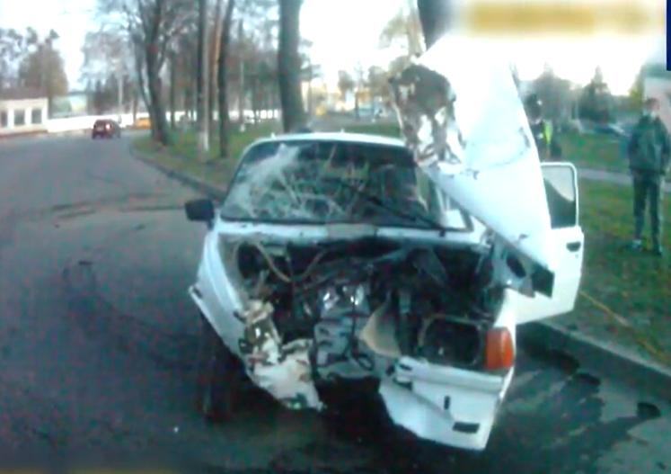 ДТП у Сумах: водій врізався у дерево, фото-1