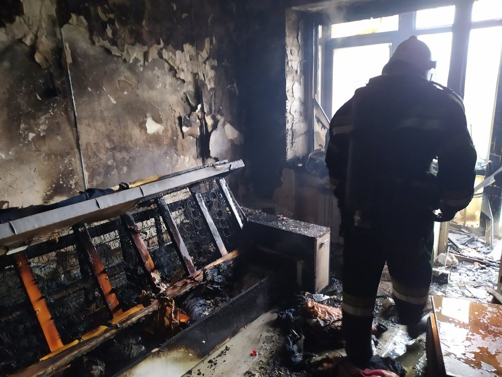 На Сумщині під час пожежі вогнеборці врятували чоловіка , фото-4