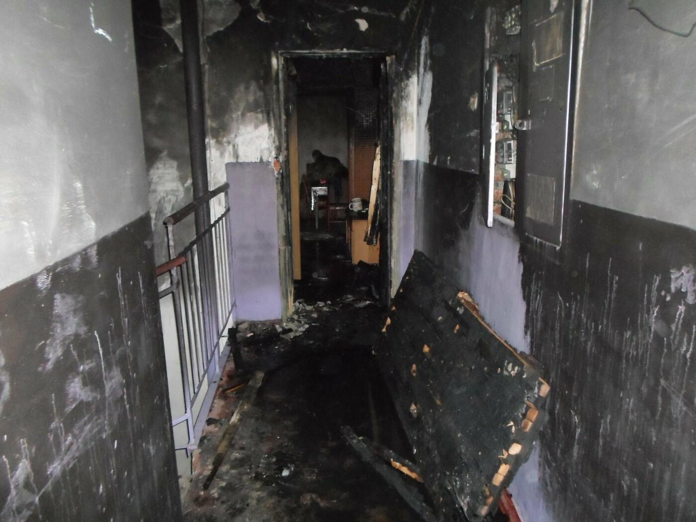 На Сумщині через конфлікт чоловік підпалив вхідні двері квартири родичів, фото-1