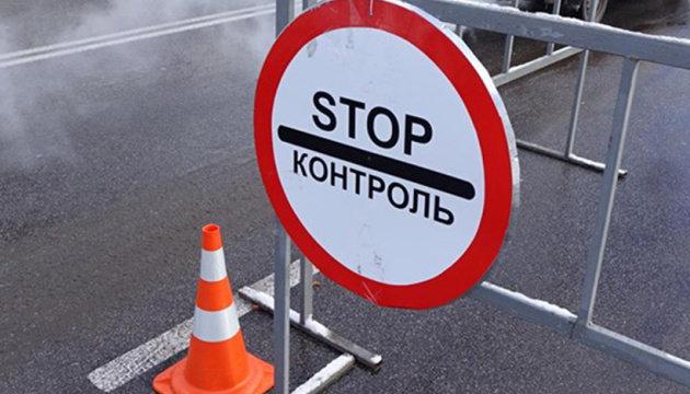 На трьох  блокпостах на виїзді з Сум встановили дезінфекціні бар'єри, фото-1