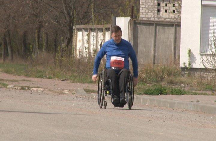 На Сумщині спортсмен-візочник взяв участь у онлайн-марафонах, фото-1