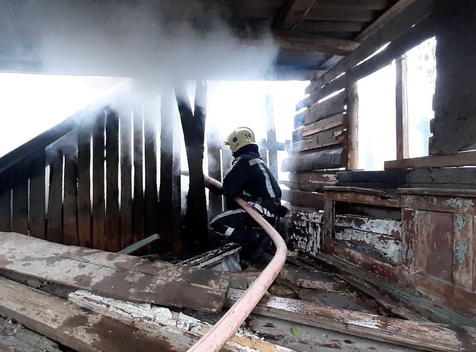 На Сумщині, приборкуючи загоряння будинку, вогнеборці  врятували 3 господарчі споруди та сусідській будинок, фото-2