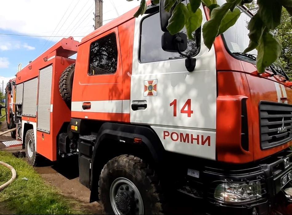 На Сумщині, приборкуючи загоряння будинку, вогнеборці  врятували 3 господарчі споруди та сусідській будинок, фото-1