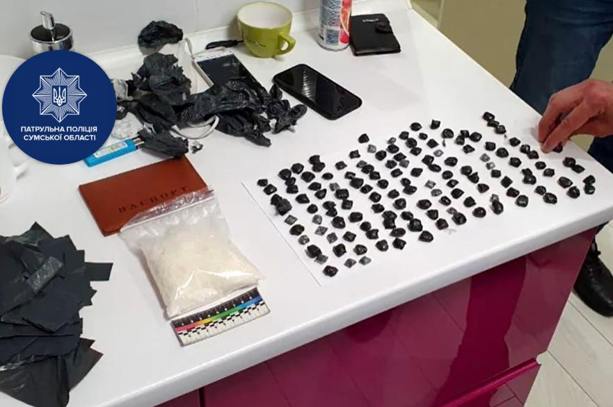 Сумчанка допомогла затримати чоловіка з чималою кількістю наркотиків