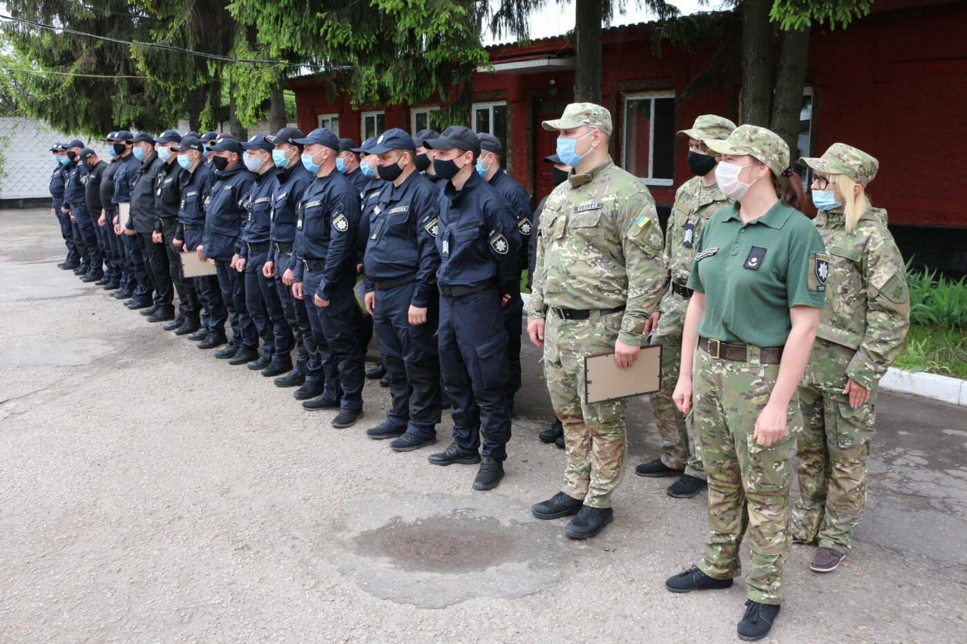Керівник поліції Сумщини вручив бійцям спецпідрозділу «Суми» почесні відзнаки, фото-1
