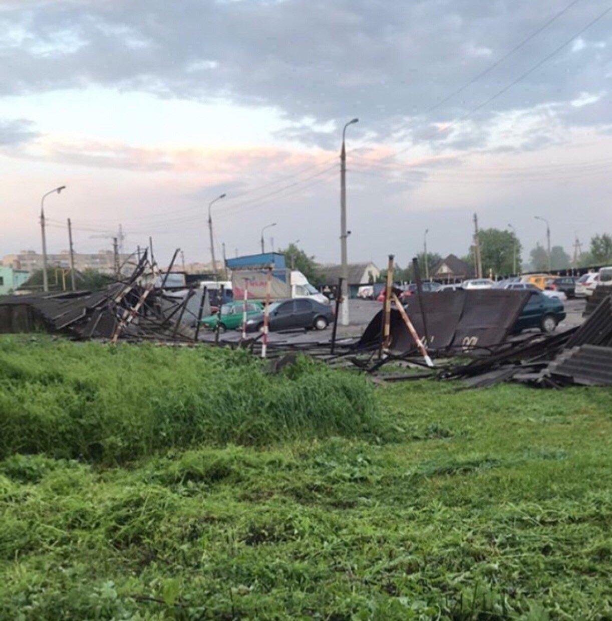 Буревій у Сумах: зламані дерева, паркани та пошкоджені автівки , фото-9